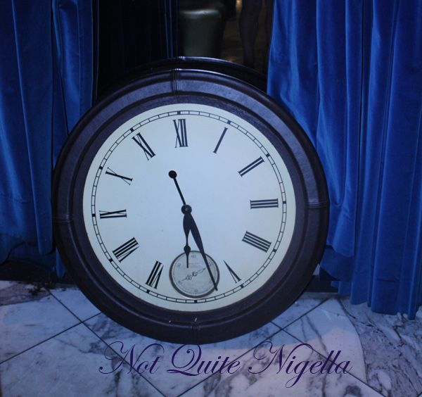 Alice in Wonderland Fantasy dining Ginza clock