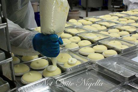 emirates airline food ekfc1 pavlova