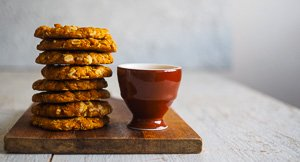 Chewy And Crunchy Anzac Biscuits!