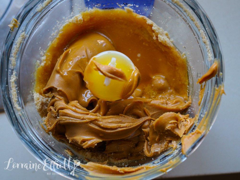 Peanut Butter Caramel Banana Slice