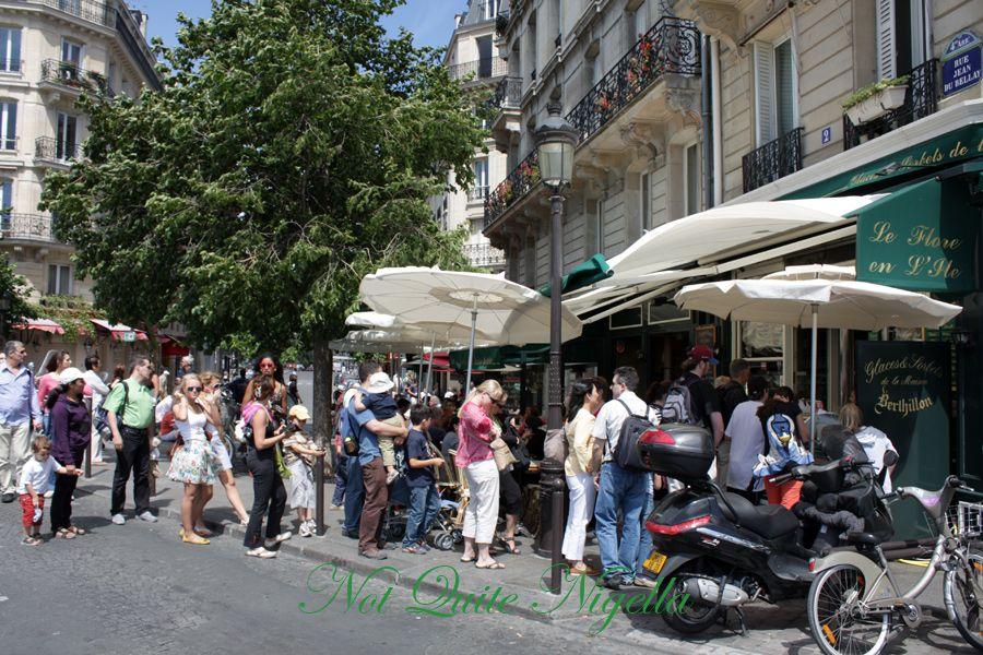 Berthillon Ile St Louis Paris queue