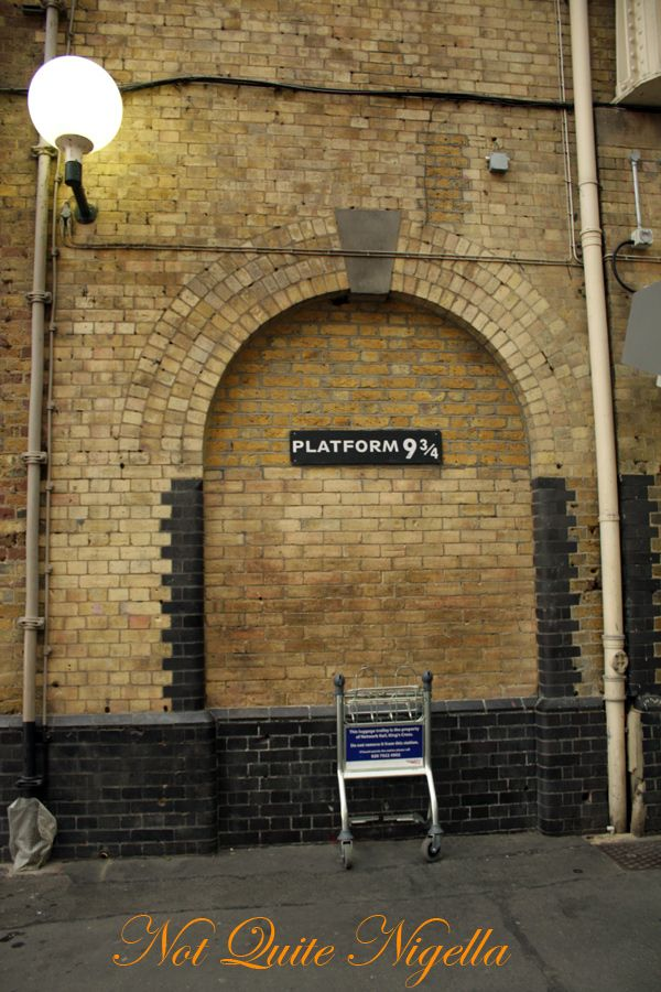 Harry Potter Kings Cross station Platform 9 3/4