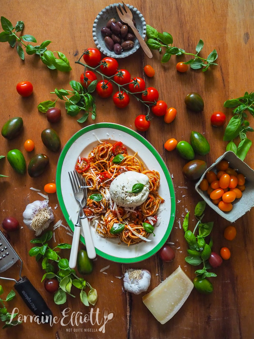 Caprese Spaghetti With Burrata, tomato and basil