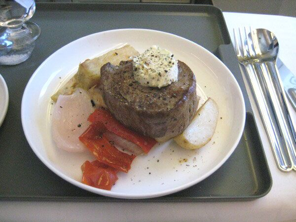 Carbon Debit's roving reportage on Airline food and lounges