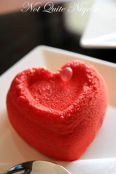 carre noir heart cake