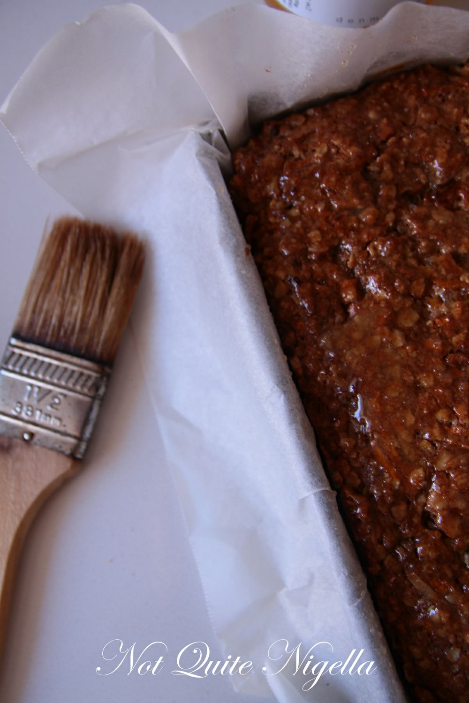carrot cake muesli bars