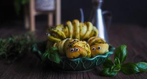 Cute & Creepy Caterpillar Pesto Buns For Halloween!