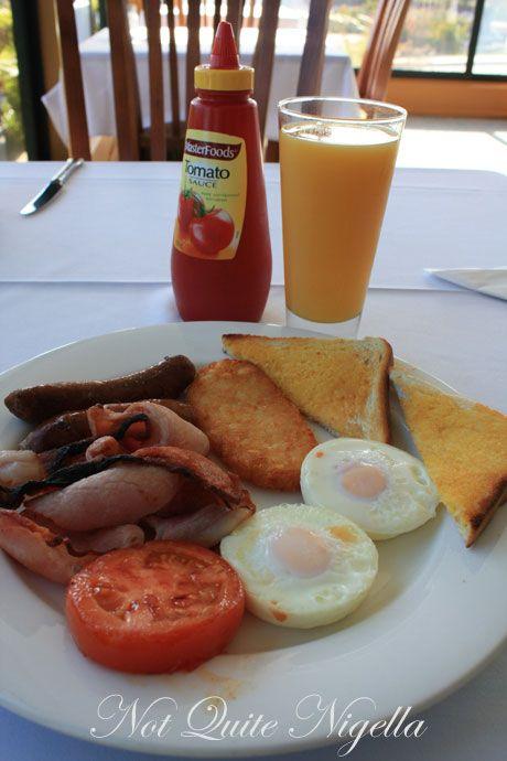 whale inn narooma breakfast