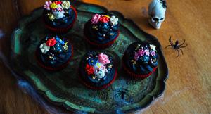 Hey Sugar! Day Of The Dead Black Velvet Cupcakes