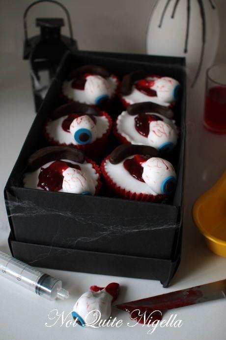 eyeball-cupcakes