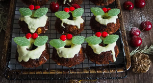 Mango, Cherry & Cranberry Mini Wreath Fruit Cakes