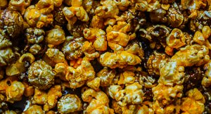 Food Hack: How To Make Garrett Popcorn's Chicago Mix That Tastes Like The Real Thing!