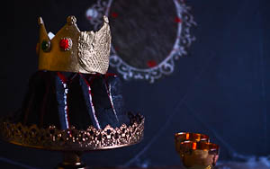 Snow White's Evil Queen Surprise Bundt Cake & NQN turns 10 years old!