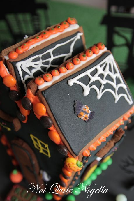 halloween gingerbread house