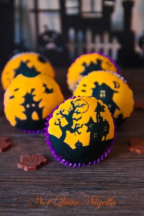 haunted house cupcakes