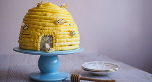 Beehive Yourself With This Honey Mead Beehive Cake