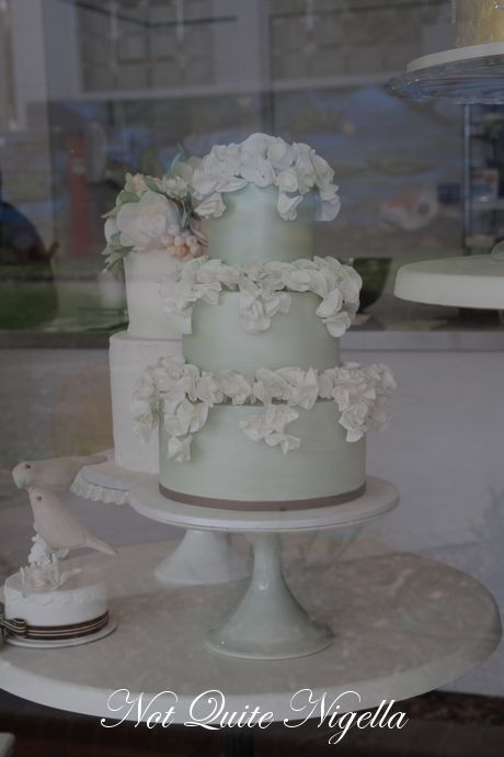 how to decorate a 2 tier wedding cake how to make a two tier wedding cake with cahill 15646