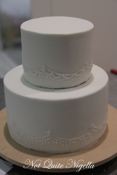 how to make a 2 layer wedding cake how to make a two tier wedding cake with cahill 15768