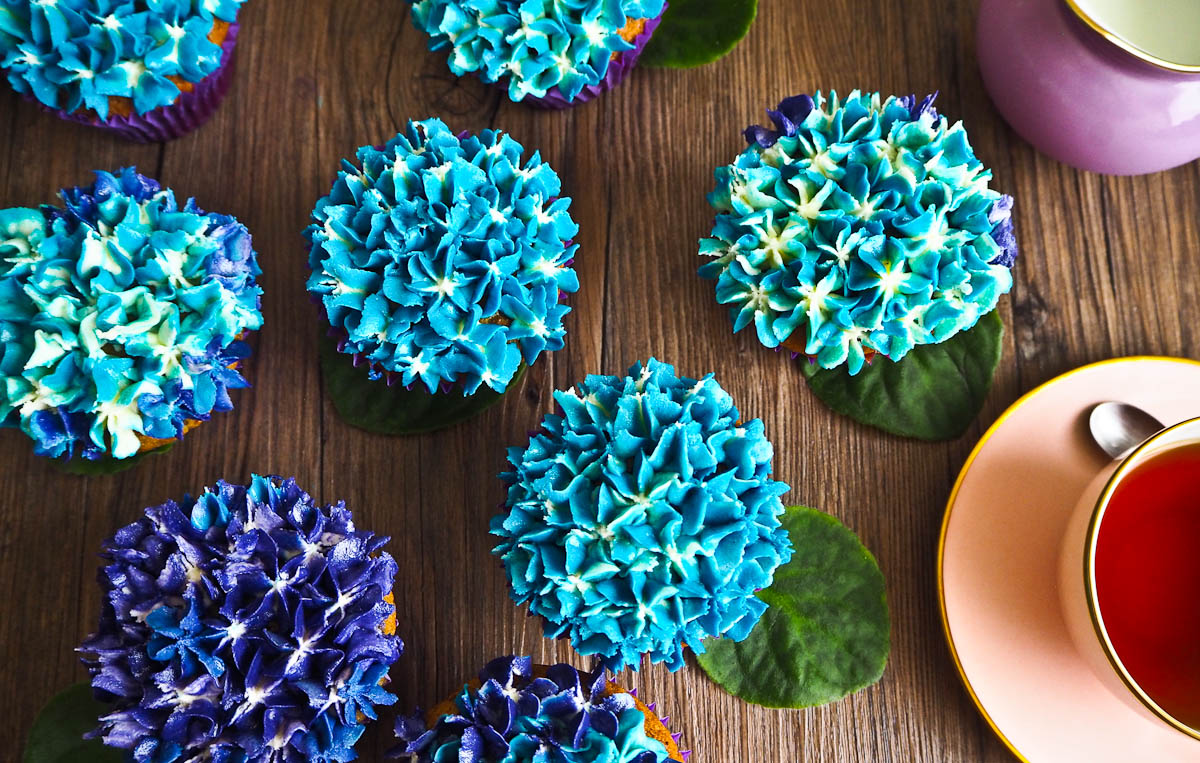 Pretty Hydrangea Cupcakes for Mother's Day and a Tutorial!