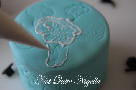 lace embroidery cake