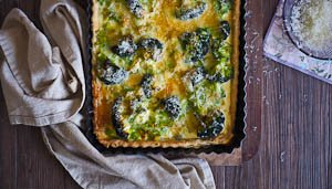 Eat Your Vegetables With This Leek, Cheddar and Broccoli Quiche!