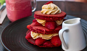 Red Velvet Dreams at Local Mbassy, Ultimo