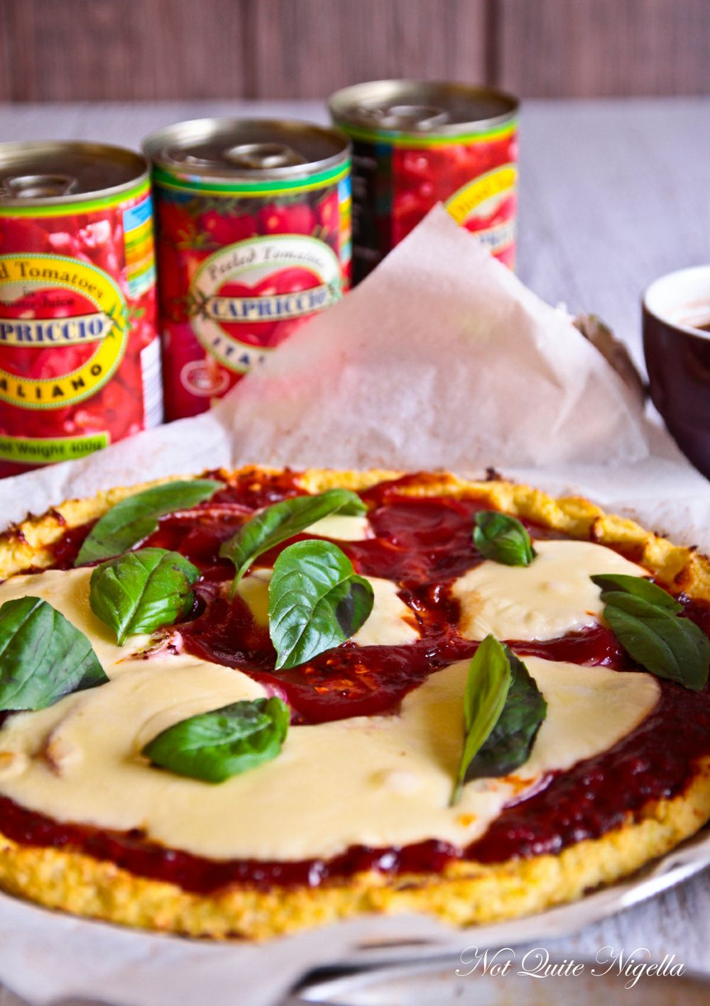 a-cauliflower-base-pizza-00