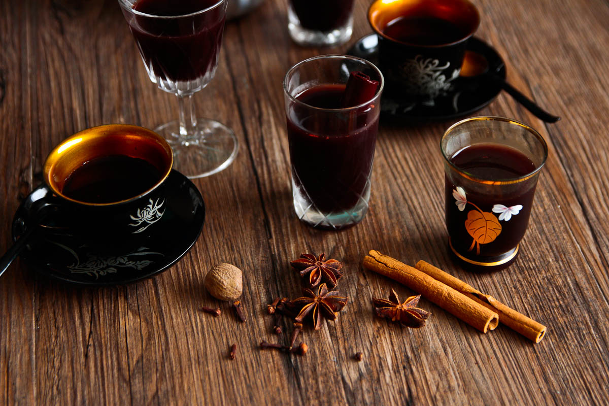 Mulled Wine or Cider In The Slow Cooker @ Not Quite Nigella