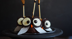 Happy Halloween! Harry Potter Owl Chocolate Dipped Apples!