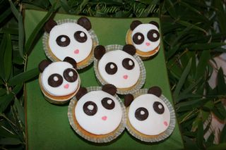 Panda Vanilla, green tea and sesame cupcakes