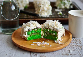 Going Green With Pandan Lamingtons