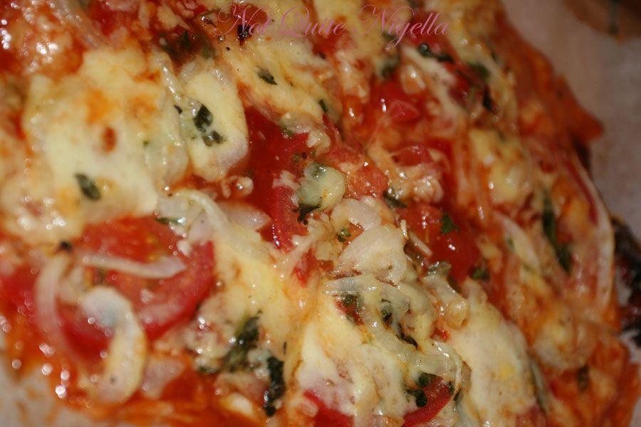 Bocconcini tomato garlic pizza