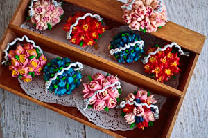 From Russia With Love: A Russian Tip Piping & Flower Basket Cupcake Tutorial!