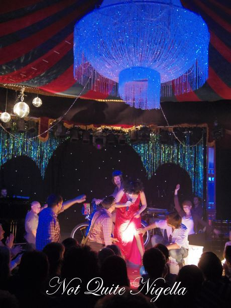 meow meow spiegeltent