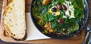 7 Delicious Sydney Breakfasts Beyond Bacon & Eggs!