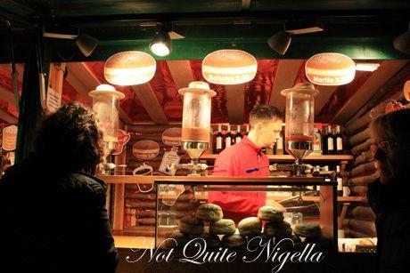 schoenbrunn palace christmas markets donuts