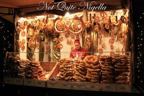schoenbrunn palace christmas markets pretzels