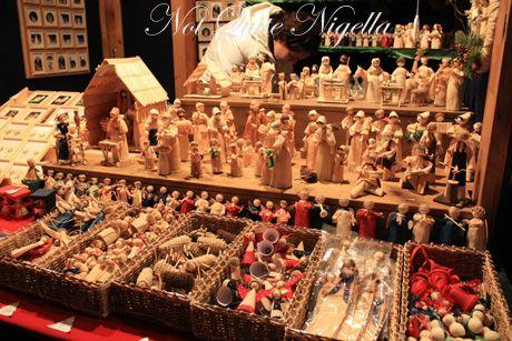 schoenbrunn palace christmas markets wooden