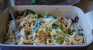 CREAMY Tiktok Baked Mushroom Fettuccine Alfredo!