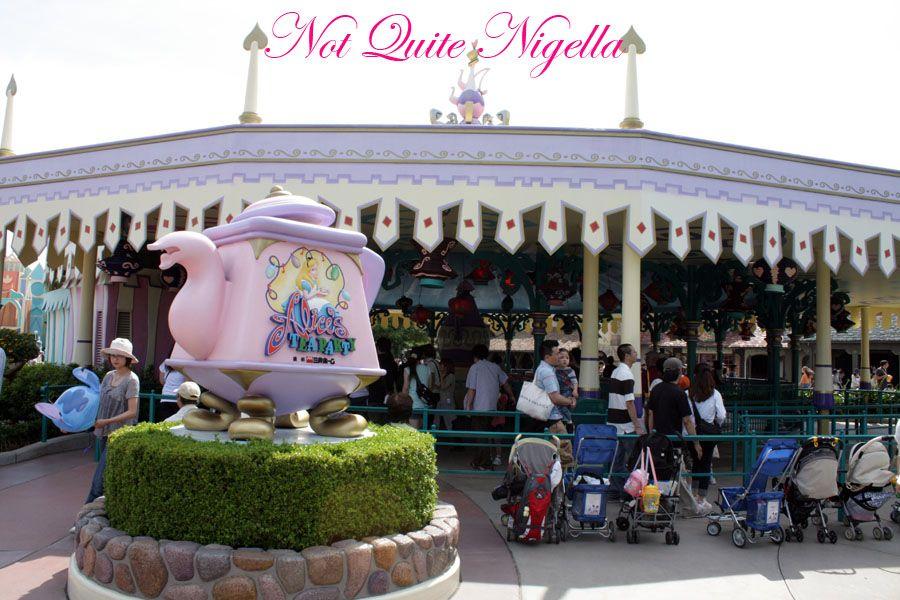 Tokyo Disneyland Alice\'s Tea Party ride