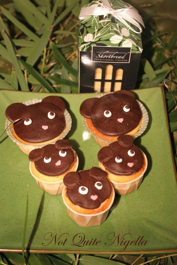 Bear vanilla and sesame cupcakes