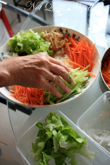 yee sang salad arranging